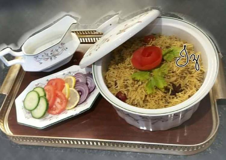 Steps to Prepare Favorite 🥘🍝Masoor Pulao🍝🥘 (Whole red lentil rice)