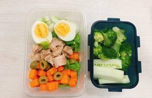 Salad cá ngừ ngâm dầu + sốt dầu xì