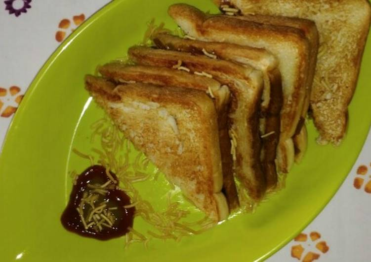 Quick and Easy Way to Prepare Yummy Veg Masala Toast