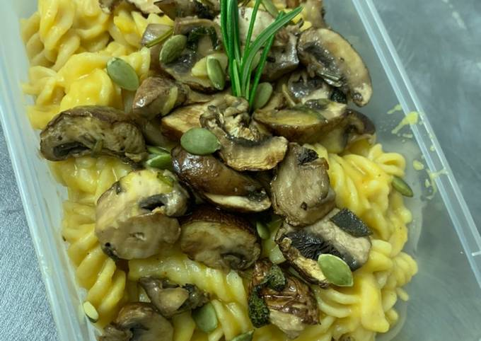 Mushroom pasta with pumpkin sauce (vegan)