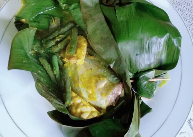 Pepes ikan kembung bumbu kuning