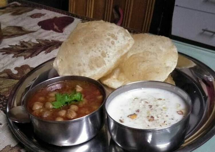 Chhole Bhature with out onion and garlic
