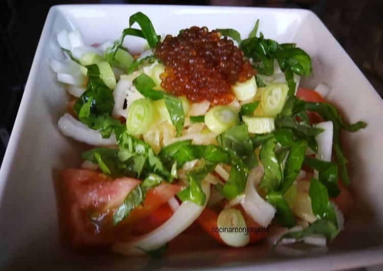 Ensalada de tomate con queso curado