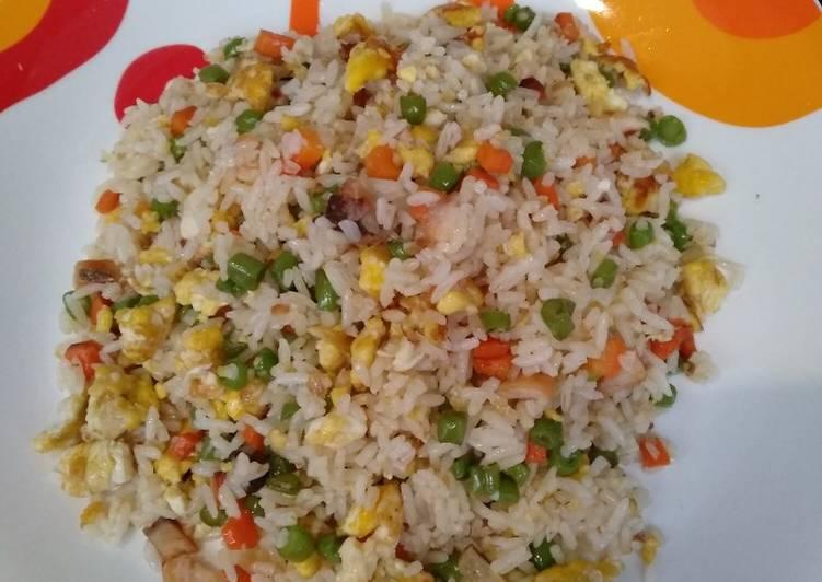 Nasi goreng ikan asin