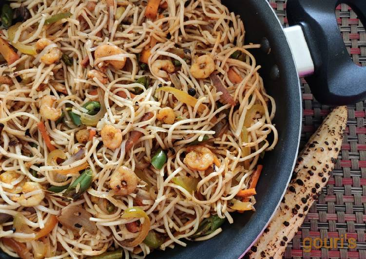 Easiest Way to Cook Delicious Chilli Prawn Hakka Noodles