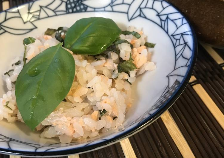 Salmon Sushi with Fresh Basil