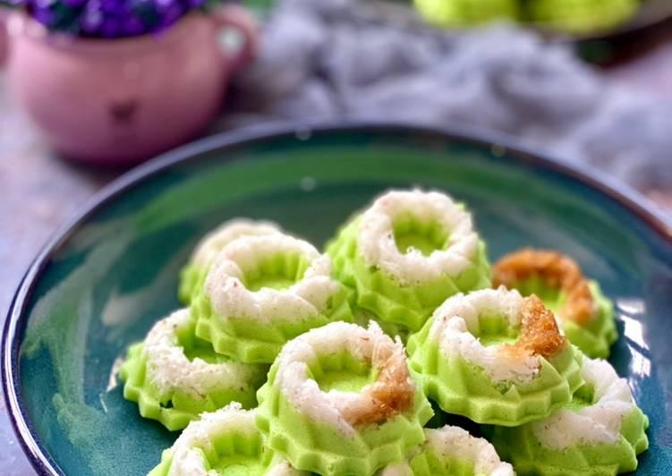 Kue Putu Ayu (pandan coconut steam cake)