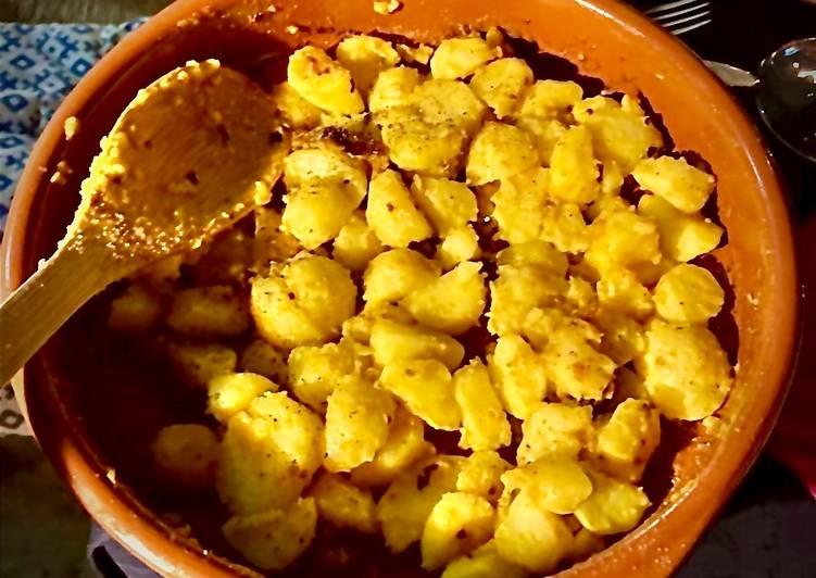 Kurkuma-Kartoffeln (Battata harra)
