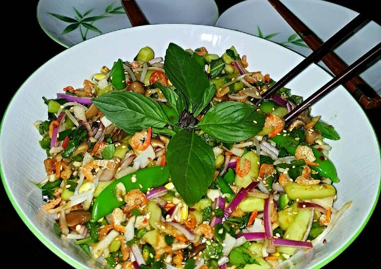 Recipe of Award-winning Mike's Spicy Thai Chilled Shrimp Salad