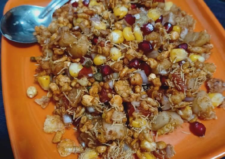 30 Minute Recipe of Favorite Khatti meethi sev Bhel puri