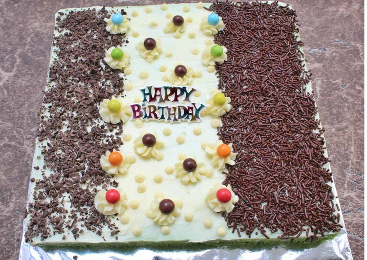 Simple Birthday Cake (Basic Bolu Pandan) - cookandrecipe.com