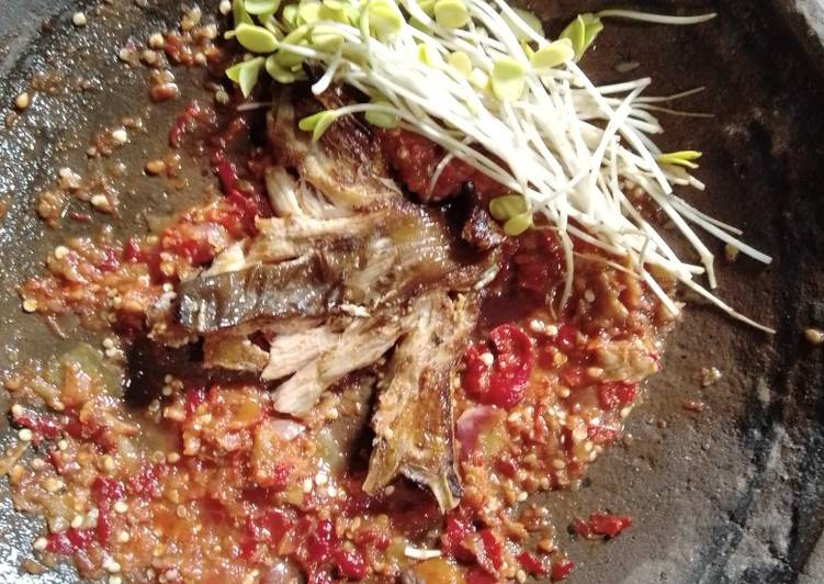 Sambal penyet ikan dan mlandingan khas Bojonegoro