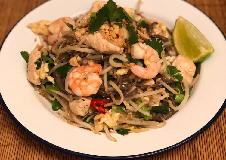 On the fly soba pad thai 🇹🇭
