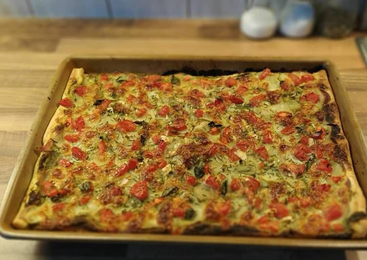 Recipe: Perfect Blätterteig-Kartoffel-Pizza mit Pesto und Tomate-Mozzarella