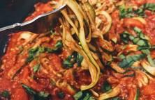 Mì sốt cà dùng dưa leo nhật (Keto - Zucchini Pasta)