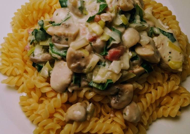 How to Prepare Delicious Pasta with chicken in cream cheese