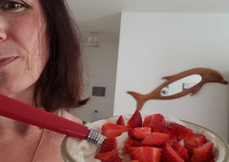 Yogourt skyr aux fraises et beurre de peanuts