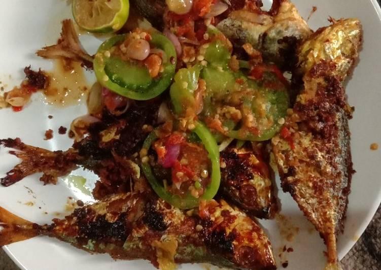 Ikan kembung siram sambal maknyus