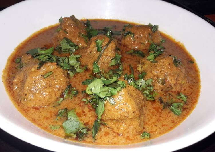 Pea potato kofta curry - Laurie G Edwards