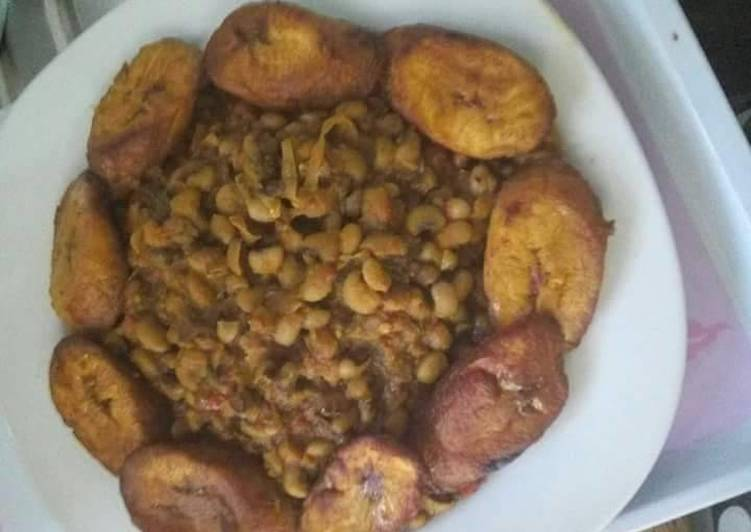 Porriage beans and fried plantain