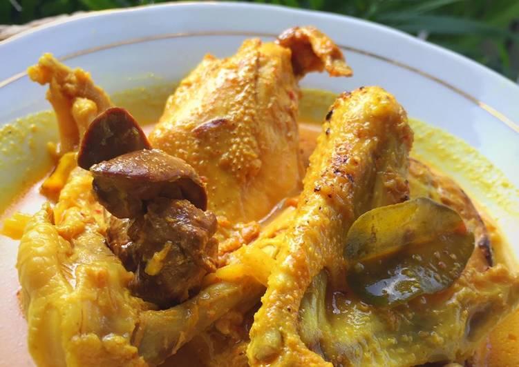Ayam Lodho Pedas (opor khas jawa timur)