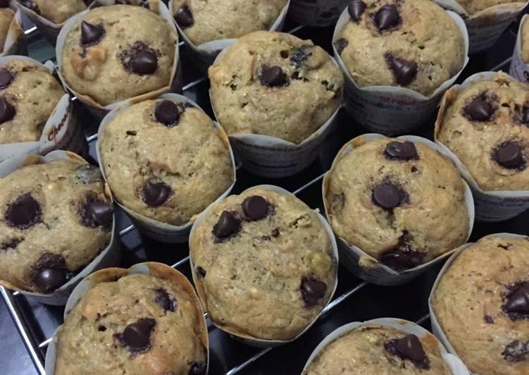 Bagaimana Menyiapkan Banana Palm Sugar & Chocochips Muffins Anti Gagal