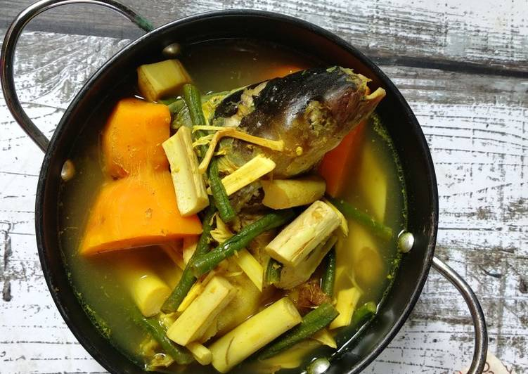 Juhu Singkah Uwei Laok patin / Sayur Umbut Rotan Ikan Patin