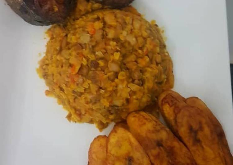 Porridge beans and fried plantain with fish