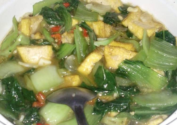 Pakcoy, tahu kuning dan brokoli (tumis kuah)