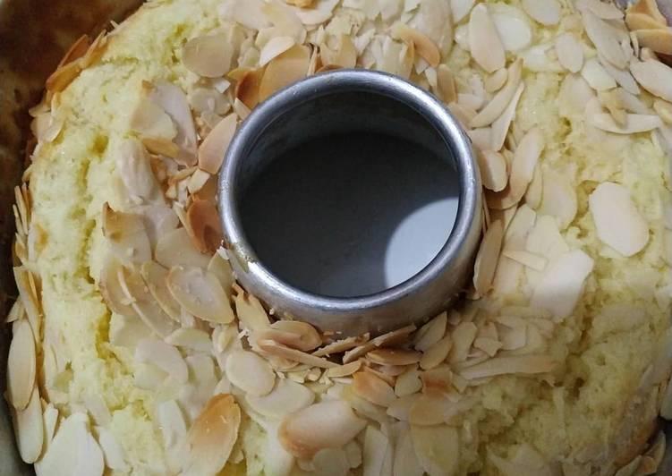 Bolu Kelapa / Coconute Cake Topping Almond