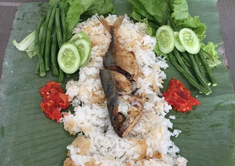Nasi liwet ikan asin peda (ricecooker) - cookandrecipe.com