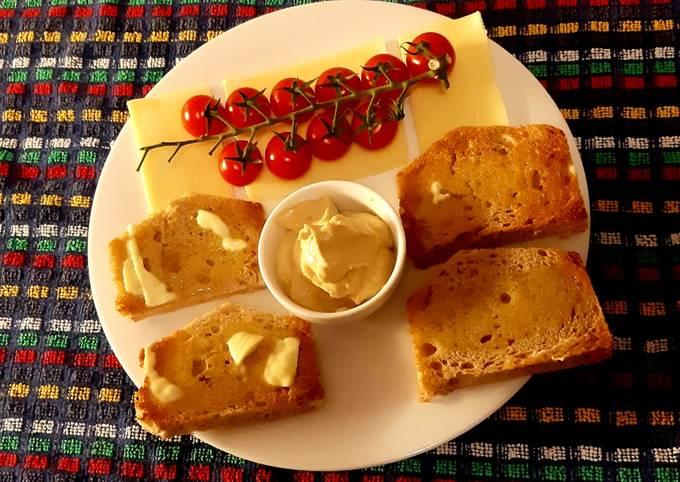 Hummus on toast + mixed 3 way cold bean salad