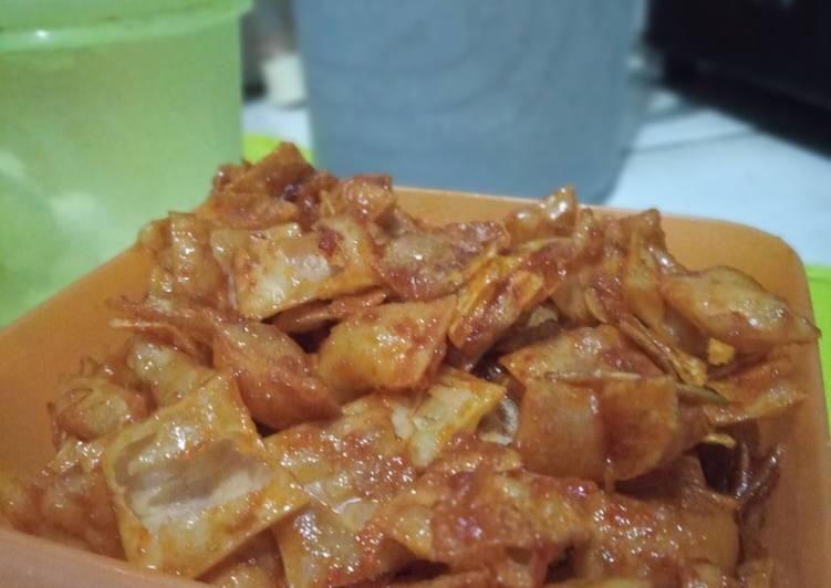 Kering kentang kulit pangsit pedas