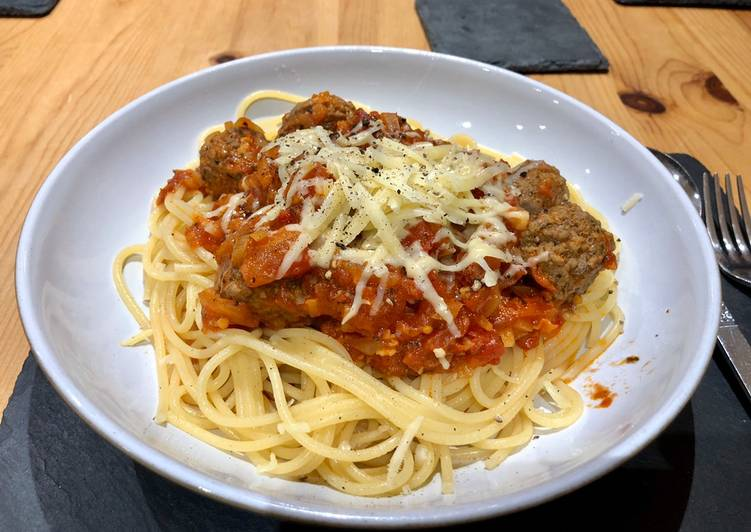Step-by-Step Guide to Make Award-winning Meatballs, Rich Tomato sauce with Garlic Spaghetti