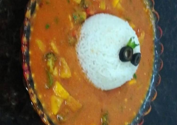 Simple Way to Prepare Perfect Stewed vegetable curry with rice