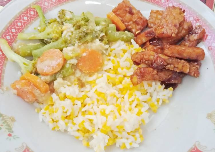 Nasi jagung Capcay dan tempe orek