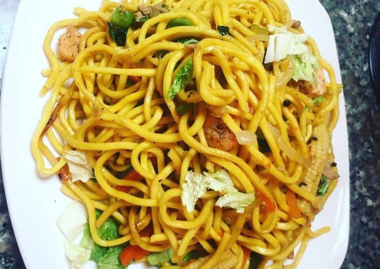 Pancit w Shrimps and Chicken