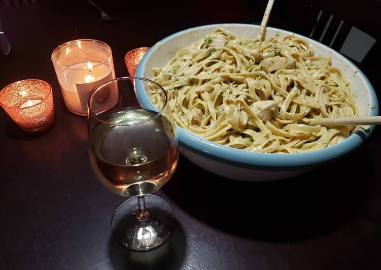 Holmestead Cookin': Broccoli Chicken Pesto Pasta