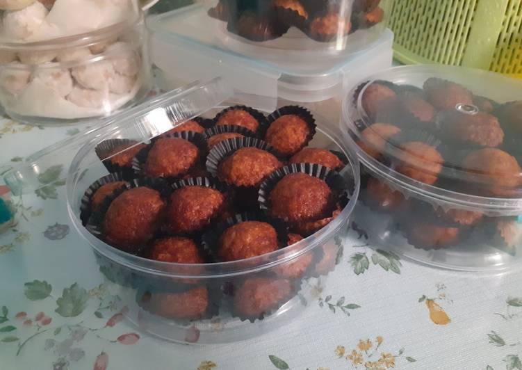 Langkah Mudah untuk Menyiapkan Palm Suiker Cookie (cemilan lebaran) yang Lezat