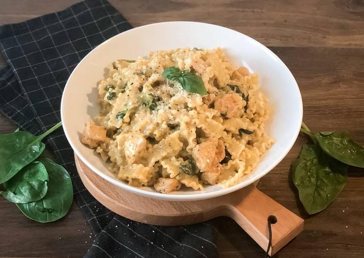 Hähnchen in Pesto-Sahne-Soße auf Pasta