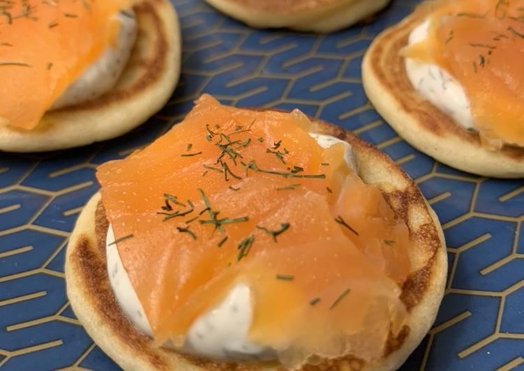 Blinis maison au saumon fumé et au fromage frais