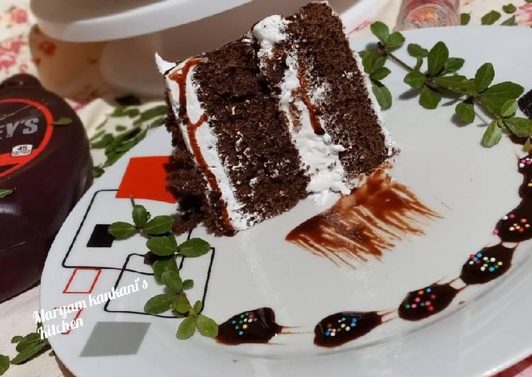 Chocolate cake with whip cream