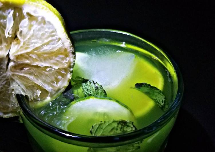 Mints and cucumber lemonade