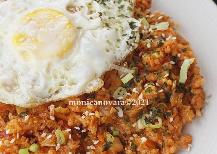 Kimchi Bokkeumbap (Nasi Goreng Kimchi)