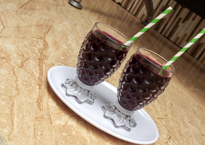 Tropical hibiscus juice (zobo)