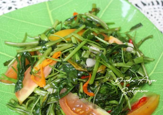 tumis kangkung tomat - resepenakbgt.com