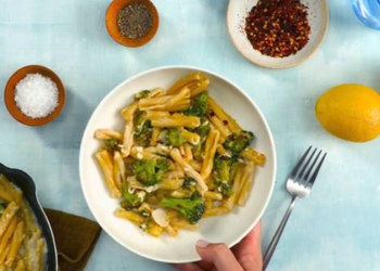 How to Make Appetizing Pasta with Charred Broccoli Feta and Lemon