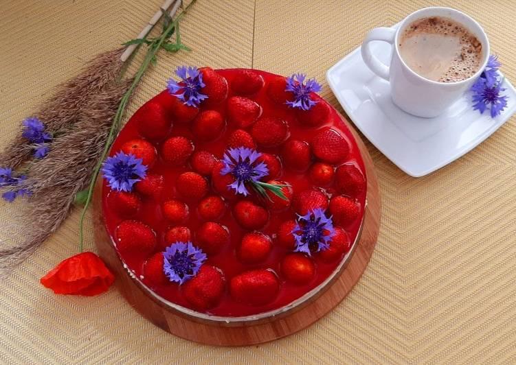 Letni sernik z truskawkami