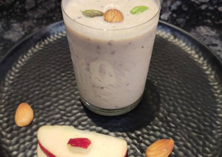 Healthy Oats and Apple Smoothie