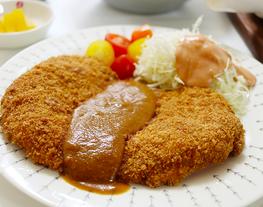 Tonkatsu, Katsunya versi Korea. Makanan favoritnya orang korea nomer 2. Lengkap dengan sausnya